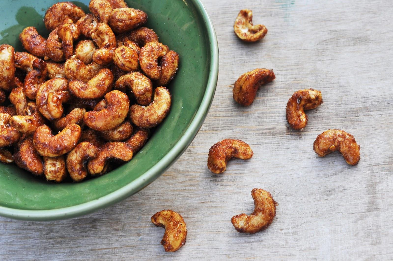 Hạt điều rang tỏi ớt, biến tấu lạ cho người thích ăn hạt điều.